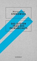 Das schlicht gestaltete Buchcover zeigt zwei hellblaue Streifen, von links unten nach rechts oben, auf einem grau gefleckten Grund. Darüber ist der Name der Autorin und der Titel des Buches in zwei Kästen abgedruckt.