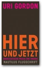 Es handelt sich um ein rein typographisches Cover ohne Bildmotiv. Auf einer dunklen, monochromen Fläche steht oben der Name des Autoren in Pink, der Titel steht in der unteren Hälfte sehr fett in orange, darunter kleiner der Untertitel in Pink und der Name der Buchreihe Nautilus Flugschrift in Grau.