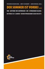 Das Buchcover besteht größtenteils aus einer schwarzen Farbfläche, die lediglich unten durch eine orangene Farbfläche ergänzt wird.