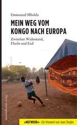 """Auf dem Buchcover sieht man einen Fußballspieler, daneben ein Zelt mit einem Banner. Auf dem Banner steht in verschiedenen Sprachen: """"Kein Mensch ist illegal."""""""